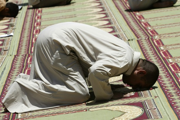 http://masoodmemon.files.wordpress.com/2008/09/prostration.jpg